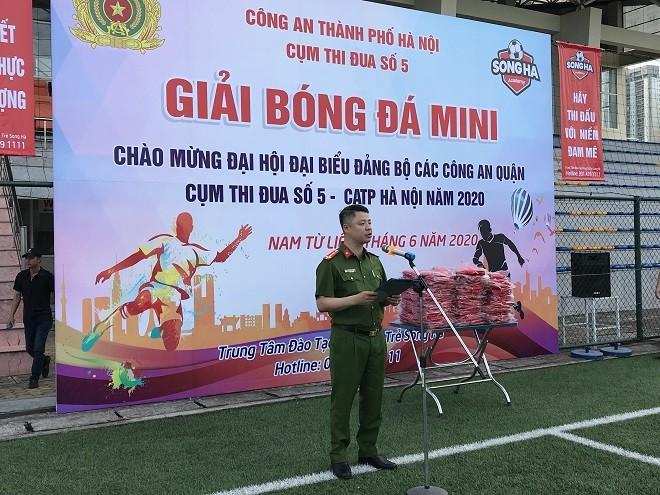 Đại úy Đinh Phúc Thành, Phó Trưởng Công an quận Nam Từ Liêm, đơn vị Cụm trưởng Cụm thi đua số 5 phát biểu tại lễ khai mạc