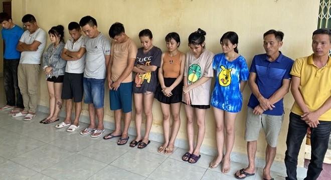 Các thanh niên tụ tập sử dụng ma túy trong quán hát
