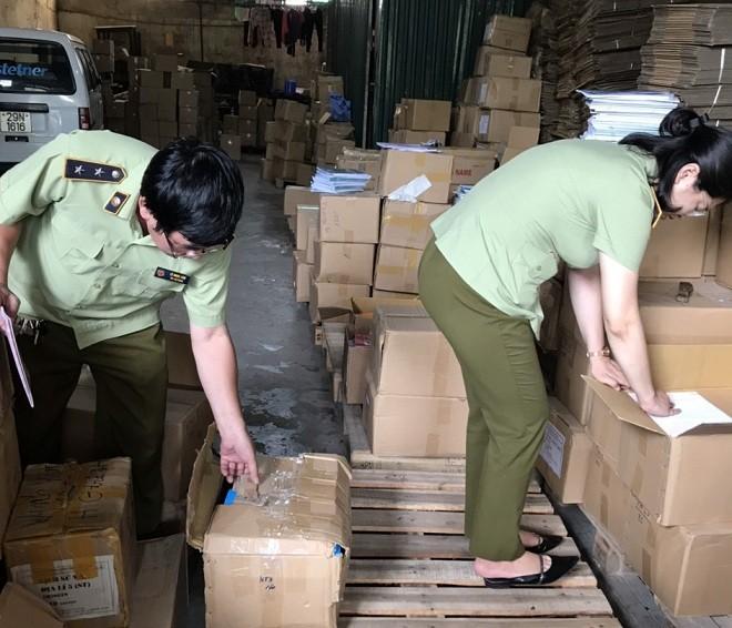 Lực lượng QLTT kiểm tra tại Công ty TNHH Sản xuất và Thương mại Phú Hưng Phát