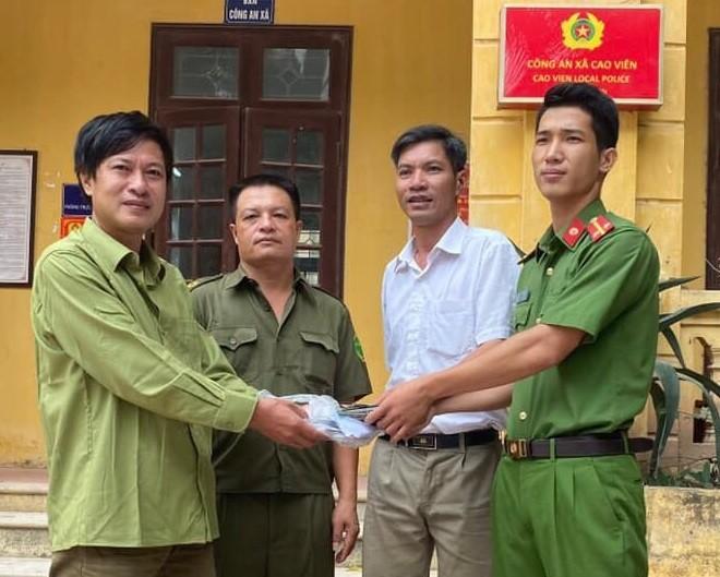 Công an xã Cao Viên bàn giao tài sản cho gia đình anh Nguyễn Đức Cường