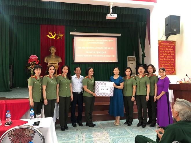 Hội Phụ nữ Công an Hà Nội tri ân các thương binh, liệt sỹ