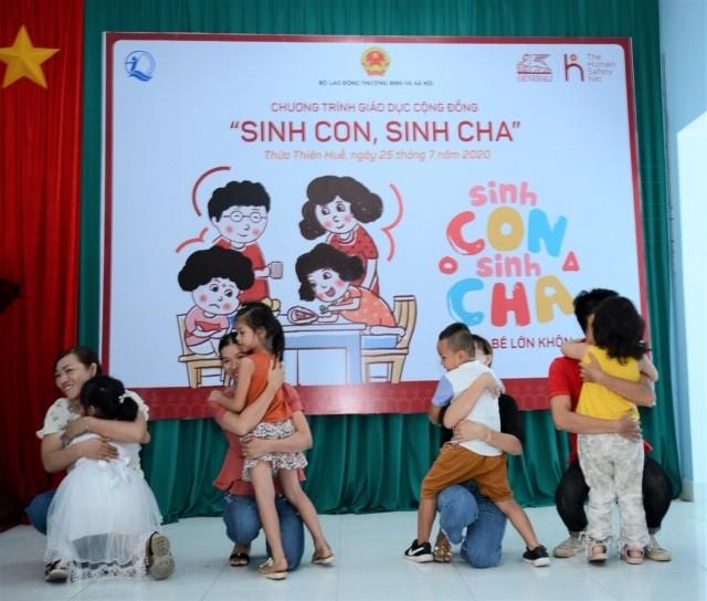 """""""Sinh Con, Sinh Cha"""" tại Huế cũng mang đến nhiều trải nghiệm thú vị và hoạt động gắn kết gia đình ngọt ngào cho người tham dự"""