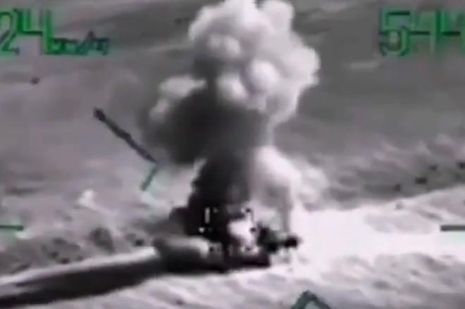 """[ẢNH] """"Thợ săn đêm"""" Mi-28N hủy diệt xe tăng khủng bố IS trong vỏn vẹn 10 giây ảnh 4"""