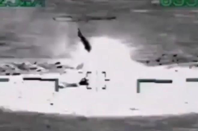 """[ẢNH] """"Thợ săn đêm"""" Mi-28N hủy diệt xe tăng khủng bố IS trong vỏn vẹn 10 giây ảnh 3"""