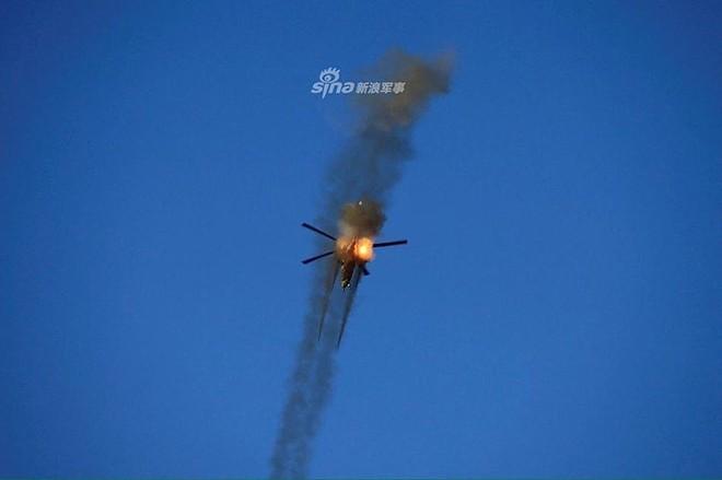"""[ẢNH] """"Thợ săn đêm"""" Mi-28N hủy diệt xe tăng khủng bố IS trong vỏn vẹn 10 giây ảnh 20"""