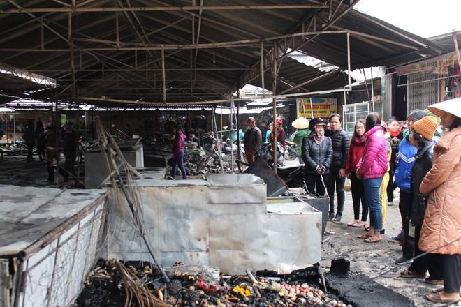 Theo đó, vụ hỏa hoạn xảy ra vào 0h30 cùng ngày, ngọn lửa bất ngờ bùng phát từ 1 ki ốt ở chợ huyện Anh Sơn (đóng trên địa bàn thị trấn Anh Sơn, huyện Anh Sơn, tỉnh Nghệ An) rồi nhanh chóng lan nhanh. Khi người dân phát hiện sự việc đã thông báo chính quyền đồng thời tìm cách dập lửa.