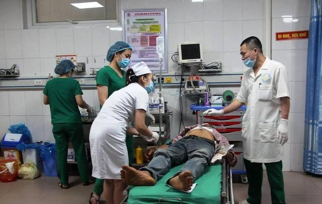 Các nạn nhân bị thương được đưa vào bệnh viện cấp cứu