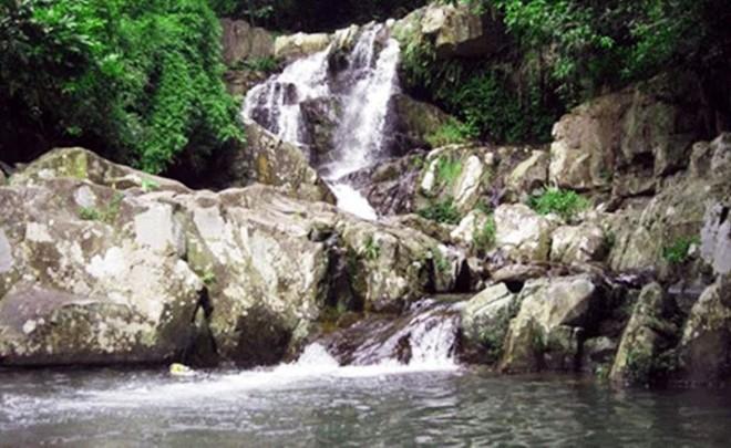 Do không biết bơi lại tắm khi không có người lớn đi cùng nên Dũng và Khang đã sảy chân đuối nước thương tâm