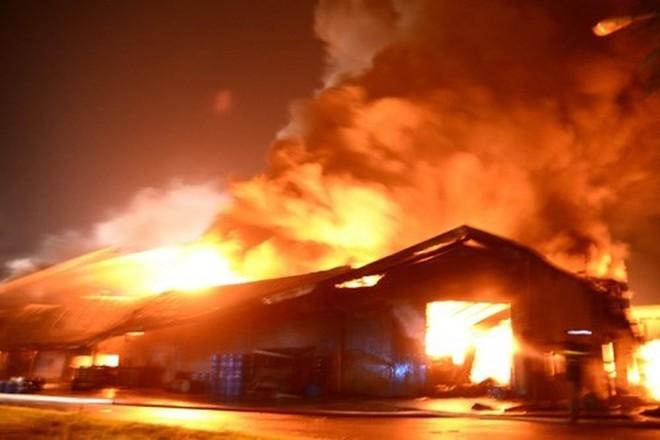 Giận vợ vì bị mắng, anh Bảy phóng hỏa đốt nhà của mình (ảnh minh họa)