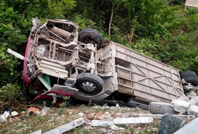 Lật xe ở Lào, 2 người Nghệ An tử vong ảnh 1