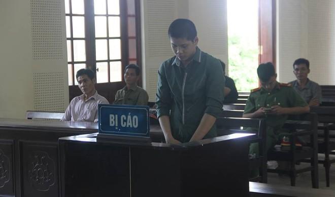 Lô Thái Hợp luôn cúi đầu trong phiên xét xử sáng 26-6-2018