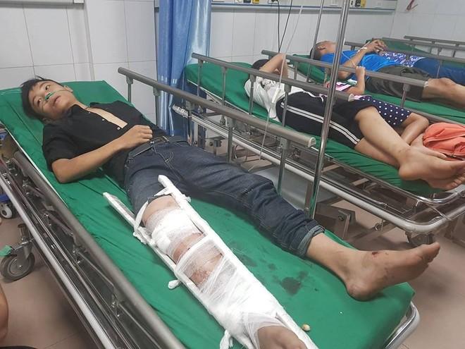 Nạn nhân bị thương đang được cấp cứu ở bệnh viện