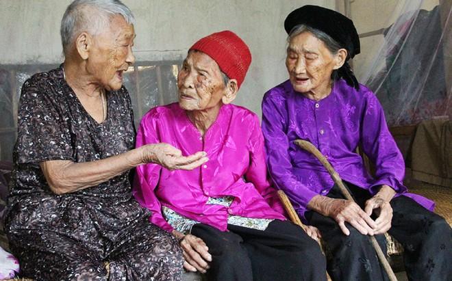 """Bí kíp sống """"trường thọ"""" của ba chị em trên trăm tuổi ảnh 1"""