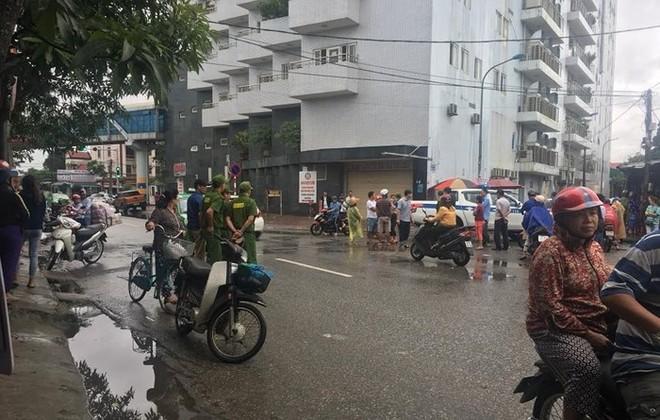Vụ việc xảy ra vào 10h30' sáng 8-11-2018, trước cổng chợ Hưng Dũng nằm trên đường Tuệ Tĩnh, TP Vinh, Nghệ An. Vào thời điểm đó, một chiếc xe ô tô lưu thông trên đường thì xảy ra va chạm với xe máy của Nguyễn Đình Phương.