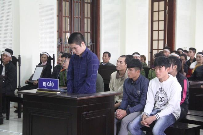 Giang và các bạn của mình trong phiên xét xử