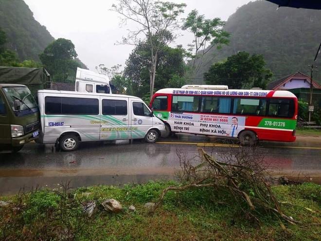 Mấy tiếng sau, một chiếc xe buýt khác của nhà xe Khanh Quỳnh cũng xảy ra va chạm với chiếc xe khách khác