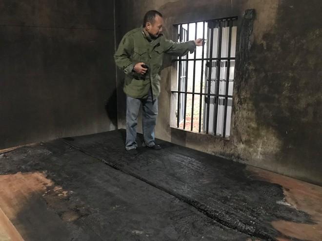 Ngôi nhà ở tạm trong khu trang trại cũng bị đốt rụi