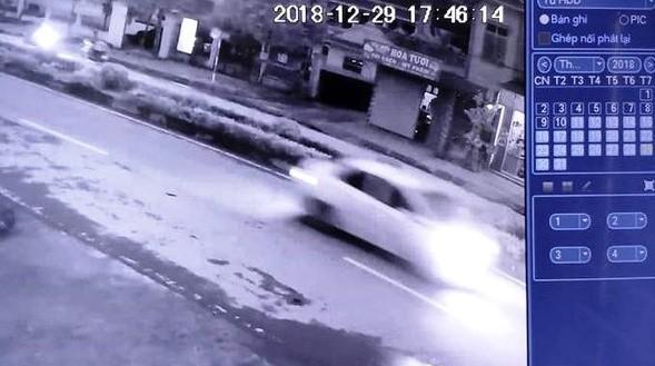 Tài xế điều khiển xe ô tô gây tai nạn khiến cụ bà tử vong đã ra trình diện ảnh 2