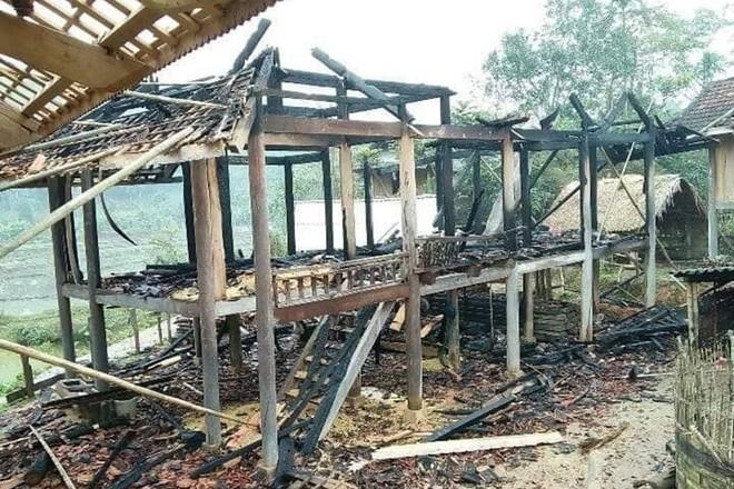 Toàn bộ ngôi nhà cháy trơ khung sau mồi lửa của người chồng giận vợ