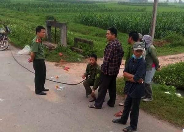 Theo đó, vào lúc 20h ngày 28-3, trên tuyến đường chính của xã Diễn Lộc, huyện Diễn Châu, Nghệ An người dân phát hiện một người đàn ông tên P. (SN 1977) trú xóm 16, xã Diễn Lộc tử vong nằm giữa đường.