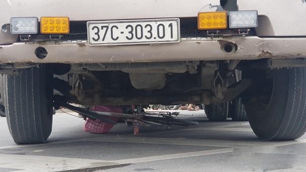 Học sinh lớp 6 chết thảm dưới bánh xe đầu kéo ảnh 2