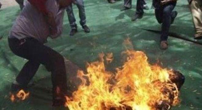 Chỉ vì con thức giấc và khóc, Thảo đã tưới xăng rồi đốt vợ (ảnh minh họa)