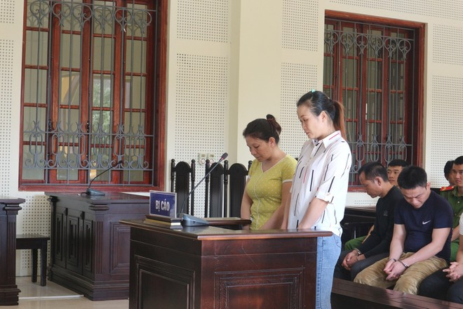 Đua và Thanh trong phiên xét xử