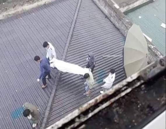 Tá hỏa phát hiện thi thể bệnh nhân trên mái nhà bệnh viện ở Nghệ An ảnh 1