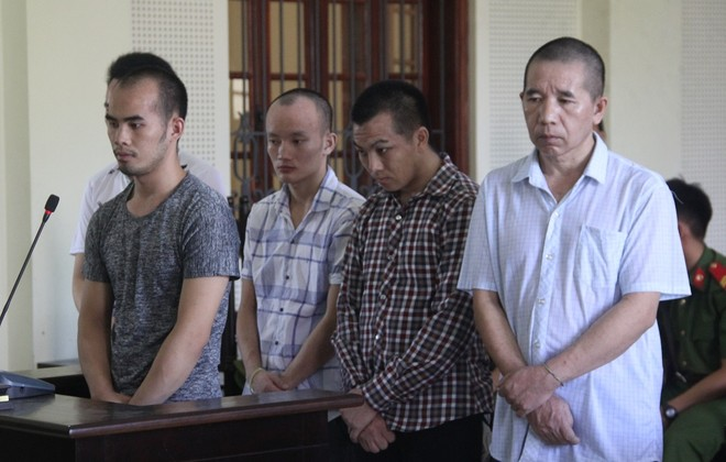 Nhóm người Lào trong phiên xét xử