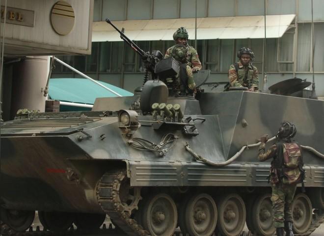 Quân đội vẫn triển khai tại thủ đô Harare