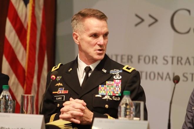Trung tướng Richard Clarke, đại diện phía Mỹ tham gia hội đàm