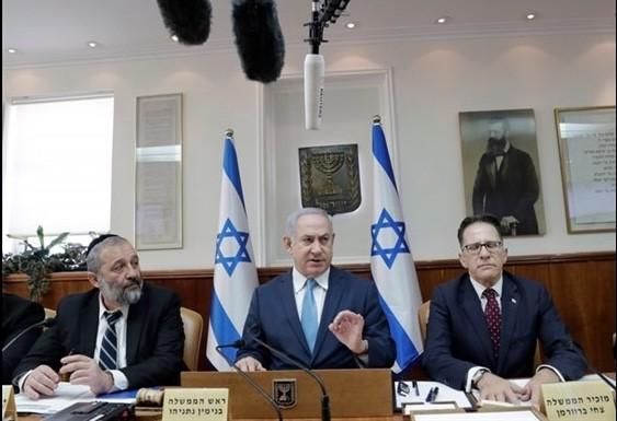 Thủ tướng Israel Benjamin Netanyahu đưa ra lời cáo buộc trong cuộc họp nội các tại Jerusalem, ngày 3/1/2018