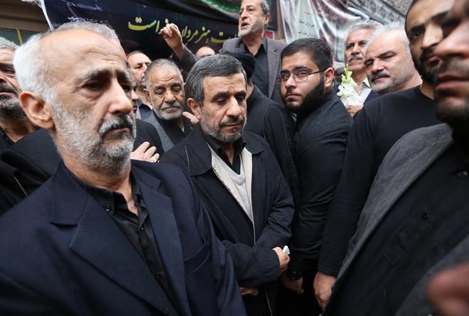 Ông Ahmadinejad xuống đường cùng những người ủng hộ mình