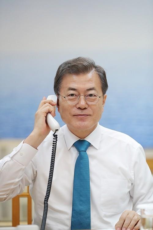 Tổng thống Hàn Quốc Moon Jae-in trong cuộc điện đàm