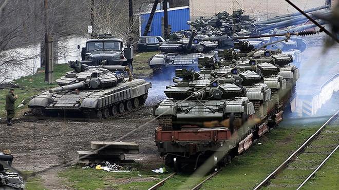Xe tăng Ukraine trên tàu trở về Ukraine từ Crimea năm 2014