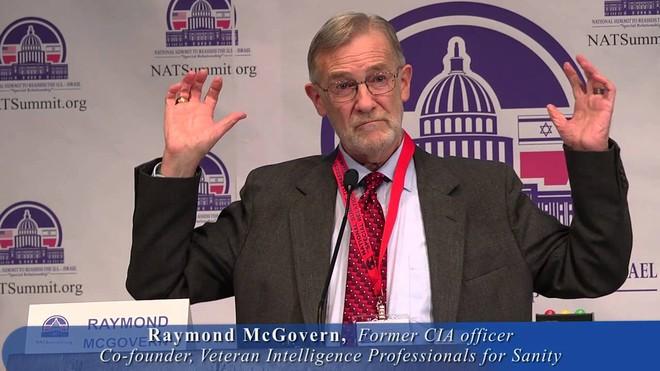 Cựu chuyên gia phân tích Raymond McGovern của CIA