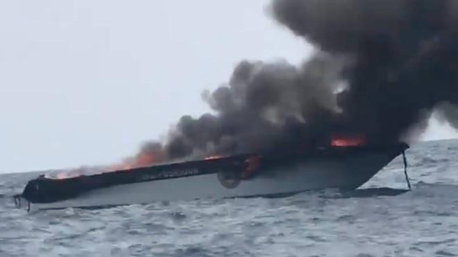 Chiếc xuồng chở du khách ra đảo bất ngờ phát nổ