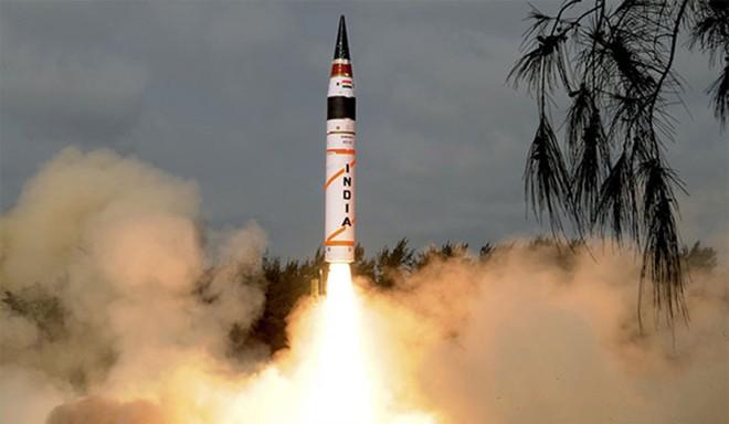 Tên lửa Agni-V rời bệ phóng