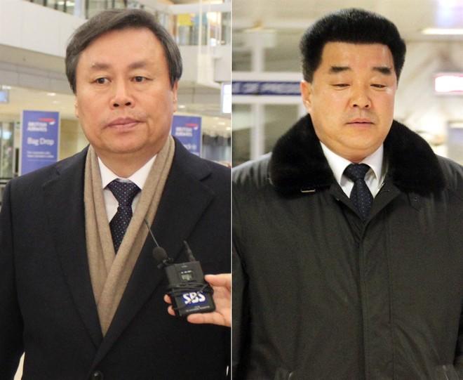 Chủ tịch Ủy ban Olympic Triều Tiên Kim Il Guk (phải) và Bộ trưởng Thể thao Hàn Quốc Do Jong-hwan (trái) tới Geneva, Thụy Sĩ để tham gia cuộc họp của Ủy ban Olympic Quốc tế (IOC)