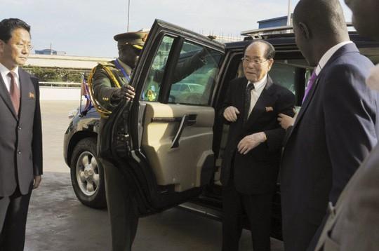 Ông Kim Yong-nam trong một chuyến thăm Uganda