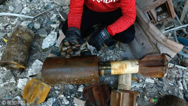 Những quả đạn còn sót lại tại thị trấn Douma ngày 22/1/2018