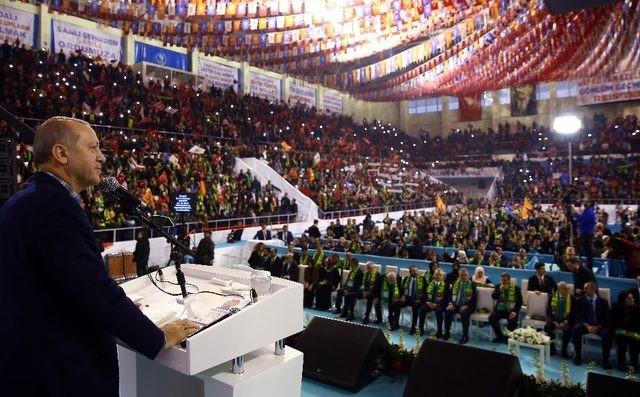 Tổng thống Thổ Nhĩ Kỳ Recep Tayyip Erdogan có bài phát biểu tại hội nghị cấp tỉnh của Đảng Công lý và Phát triển (AKP)