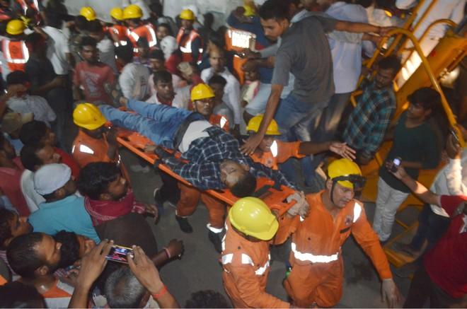 Sập cầu vượt bê tông tại Ấn Độ, 12 người thiệt mạng ảnh 5