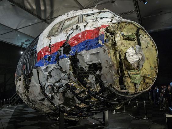 Tái hiện hình ảnh của MH17 từ các mảnh vỡ trong quá trình điều tra