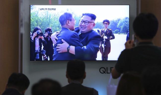 Hình ảnh hai nhà lãnh đạo gặp nhau lần thứ 2 trên truyền hình