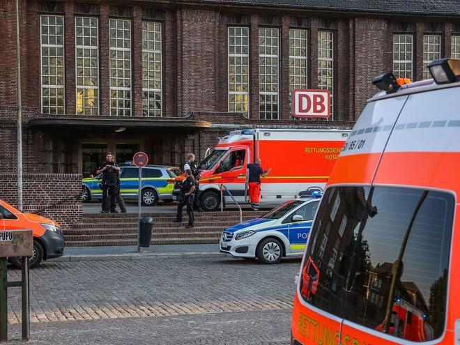 Cảnh sát tăng cường tại nhà ga thành phố Flensburg khi xảy ra vụ tấn công