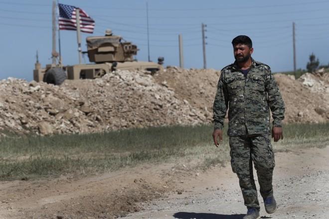 Các tay súng của YPG phải giao nộp vũ khí trước khi rút khỏi Manbij