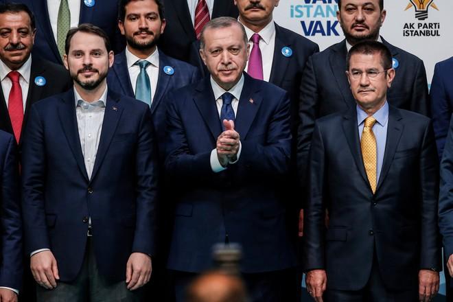 Tổng thống Thổ Nhĩ Kỳ Recep Tayyip Erdogan nhất trí rút lực lượng người Kurd khỏi Manbij