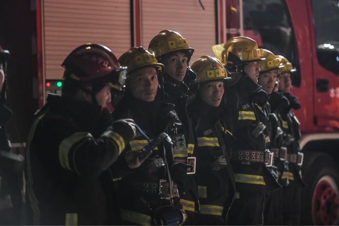 Đội cứu hộ đang liên lạc với các nạn nhân bị mắc kẹt