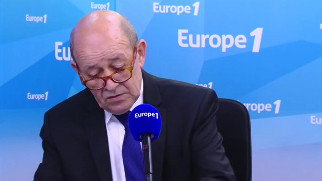 Ngoại trưởng Pháp Jean-Yves Le Drian phát biểu trên đài phát thanh Europe 1